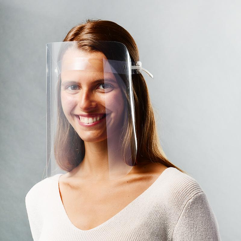 vue de face de visière avec modèle