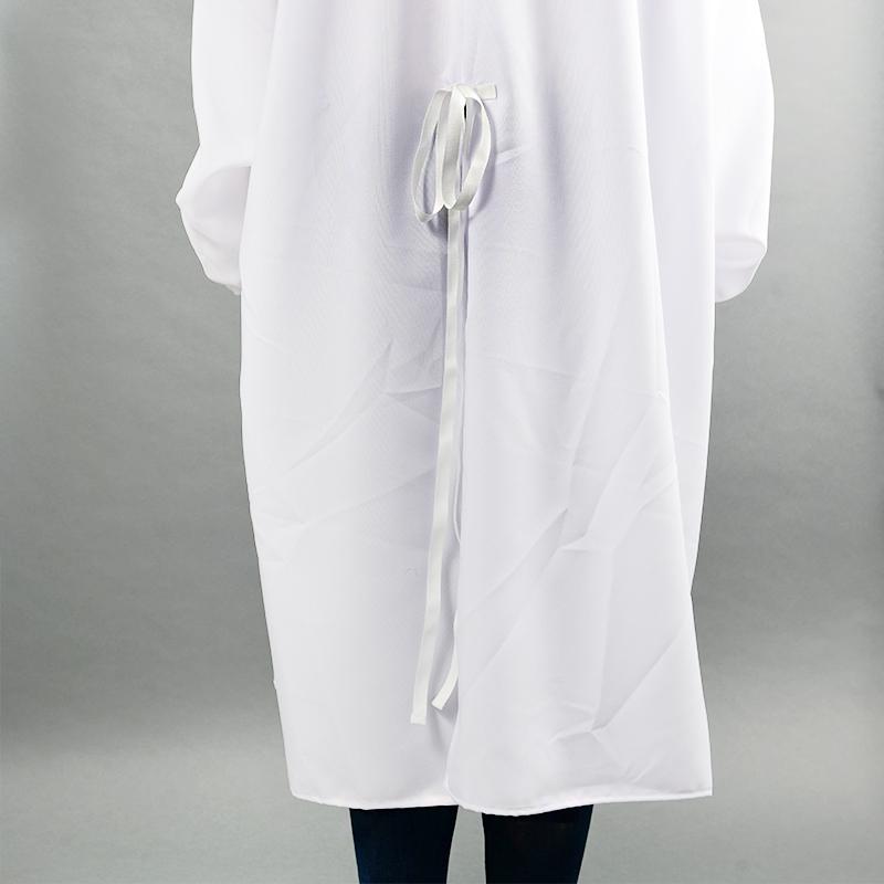 Modèle avec blouses 150gr en polyester détail arrière