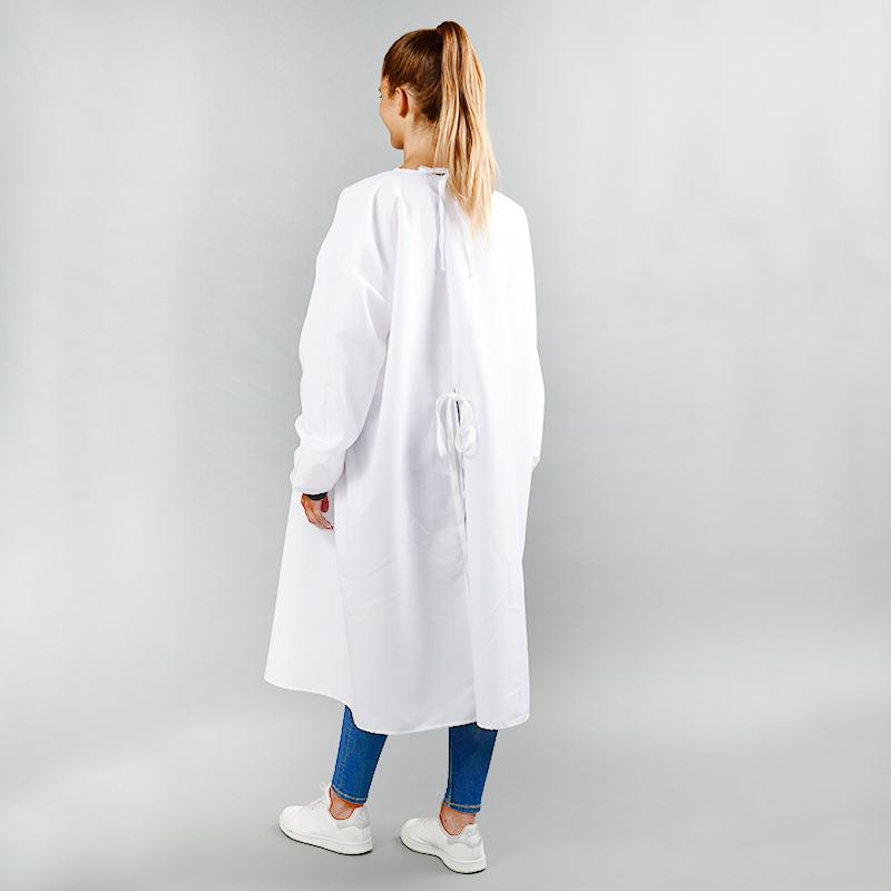 Modèle avec blouses 150gr en polyester vue arrière