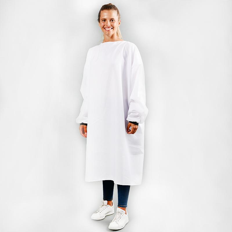 Modèle avec blouses 150gr en polyester